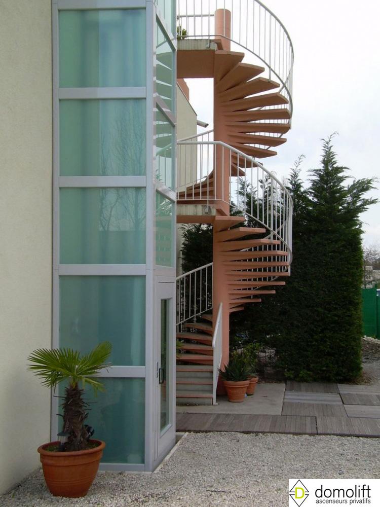 ascenseur pour un toit terrasse domolift. Black Bedroom Furniture Sets. Home Design Ideas